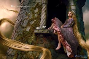 Les stars posent pour Annie Leibovitz pour les campagnes marketing Disney - Page 4 Mini_972400Raiponce