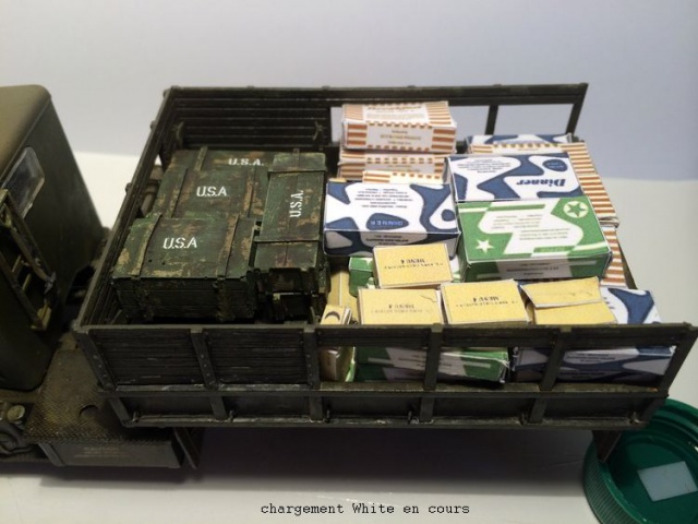 us white 666 cargo truck au 1/35 en Normandie hobby boss - Page 3 113241chargement014