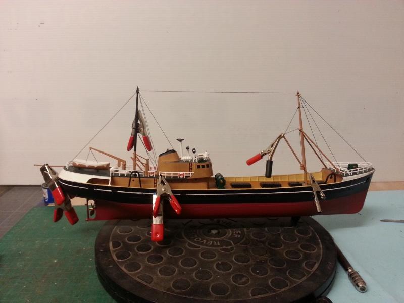 NorthSea Fishing Trawller de Revell au 1/142° - Page 2 113252CH25