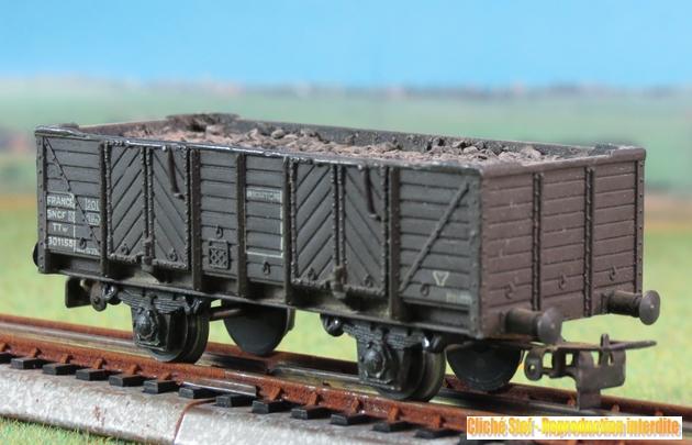 Wagons tombereau 2 essieux zamak 114823VBtombereauessieuxfacboisbrunchargballastIMG3548R