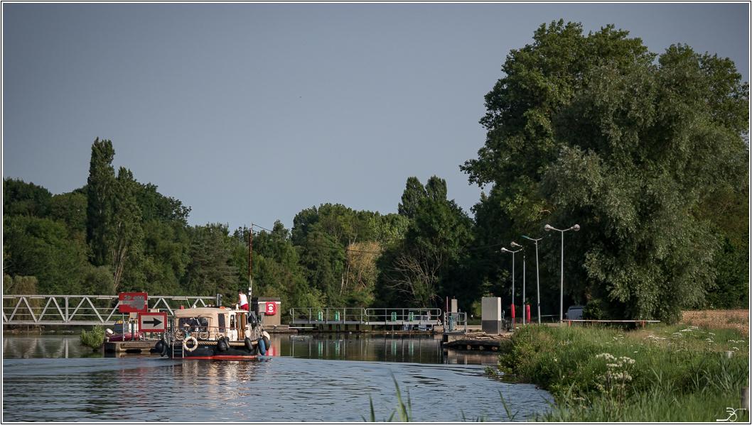 Promenade à Evry (Yonne) 115197LR6P1650673