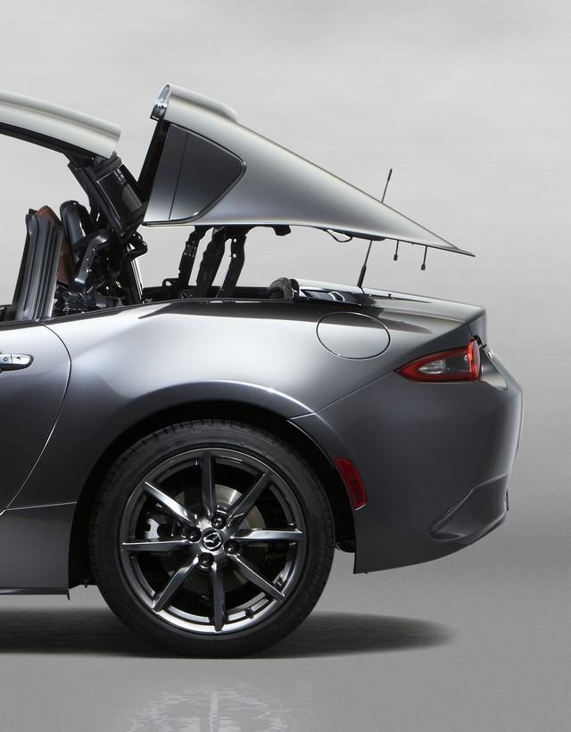 Salon de l'auto de New York : première mondiale de la Mazda MX-5 RF  11841411MazdaMX5RFsmSidemovement468x600
