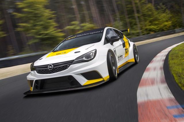 Présentation de la nouvelle Opel Astra TCR aux écuries clientes 119426OpelAstraTCR298091