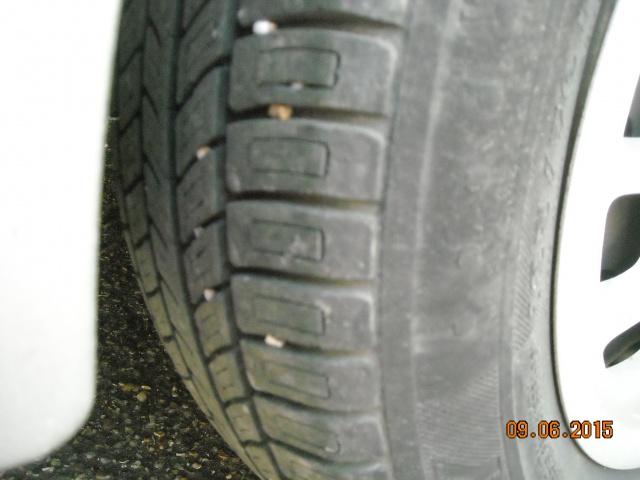 pneus usés sur les cotés 124283DSCN7921