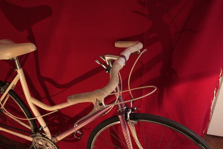 Vélo femme cadre avec tube de selle cintré 125887MG8939
