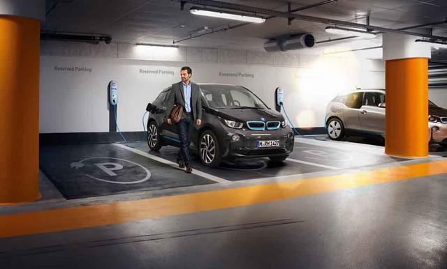 LonLancement de ParkNow gTerm en France : BMW i s'associe à de grandes sociétés de parkings publics pour proposer des places branchées à ses clients 129223P90141014highResbmwiparknowlongte