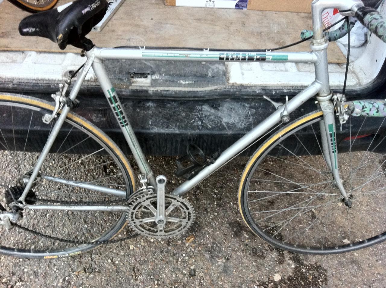 Vélo de course Daniel Guedon  cadreur Lyonnais  135412IMG3573