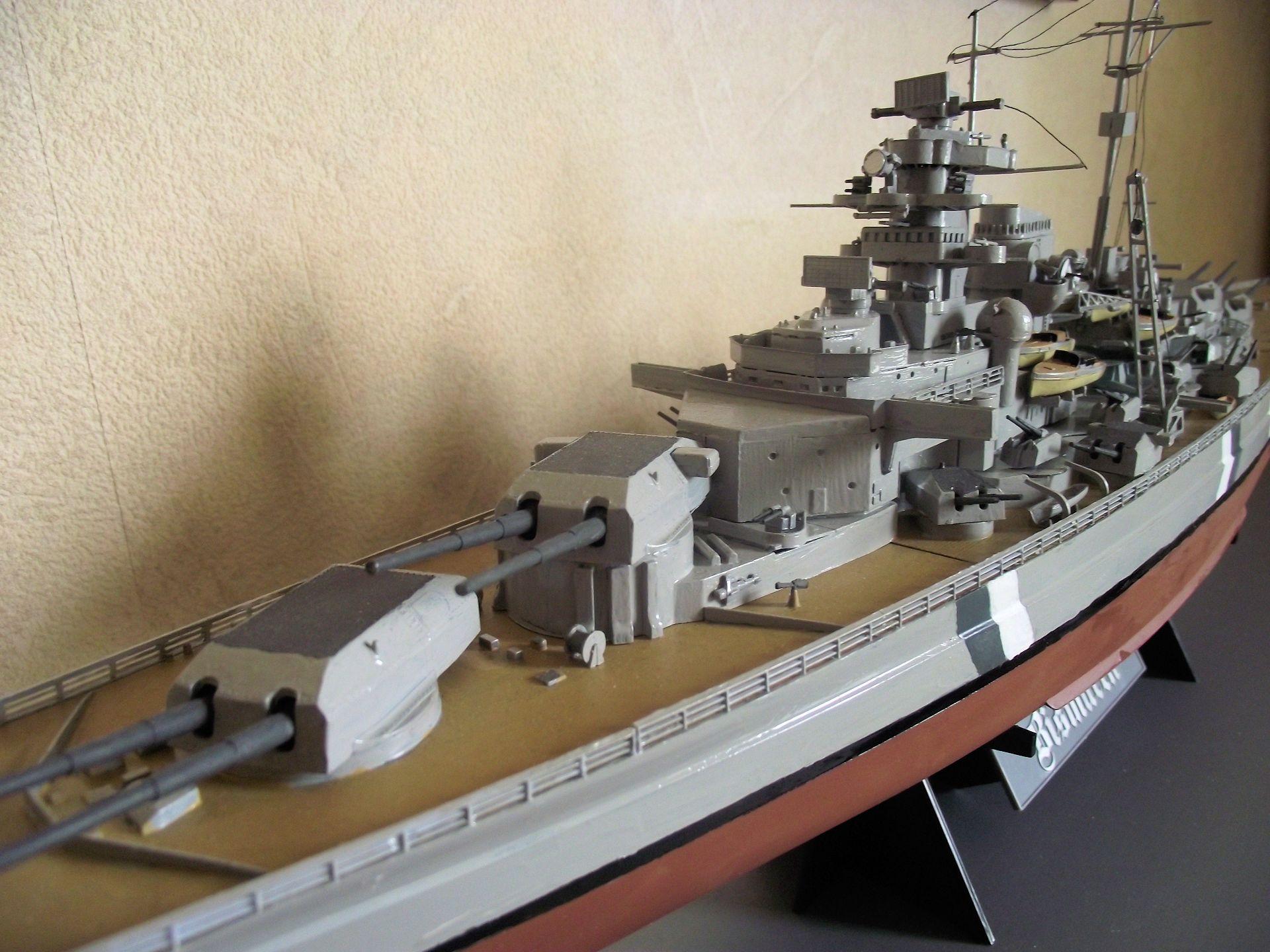 Bismarck au 1/350 Tamiya  137640MaquetteBismarck1x3504