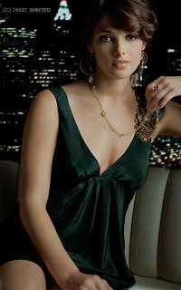 Ashley Greene avatars 200x320 pixels 141928rutryt