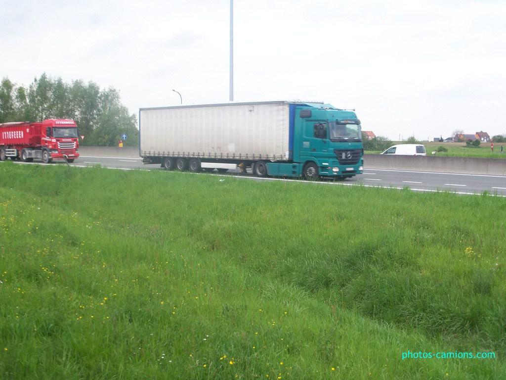Photos avec plusieurs camions - Page 3 147856photoscamions7mai201287Copier