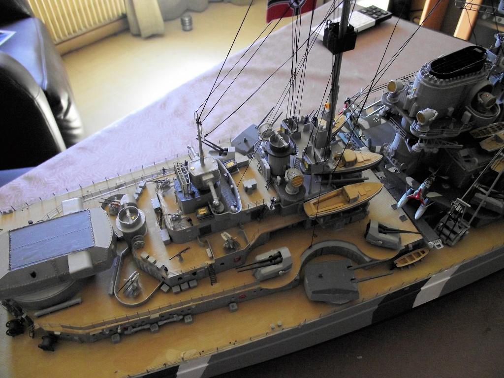 Bismarck Trumpeter 1x200 avec PE et figurines Eduard 160607BismarckTrumpeter1x20022