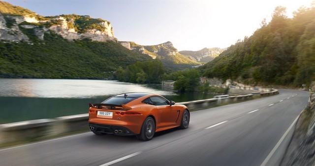 Nouvelle Jaguar F-TYPE SVR : La Supercar Capable D'atteindre 322 km/h Par Tous Les Temps 161301JAGUARFTYPESVR09COUPELocationLowRes
