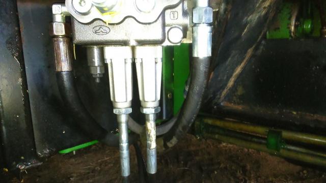 installation d'un distributeur hydraulique  - Page 2 167585DSC0064