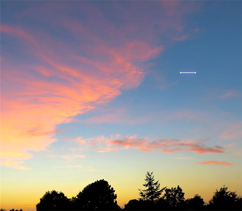 2001: le 07/09 à 19h45 - boules lumineuses reliées par un rayon lumineux - Lesconil  -Finistère (dép.29) - Page 2 168895recons2