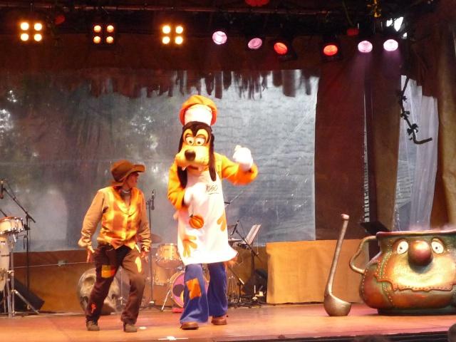 Présentation des Saisons Halloween et Noël 2015 à Disneyland Paris - Page 2 176855P1100384