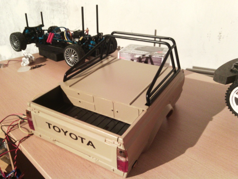 Axial SCX-10 Toyota Hilux  178624IMG201403312216211