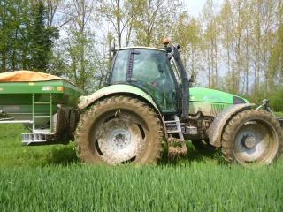 Concours du tracteur le plus cradingue - Page 3 188849P1010240