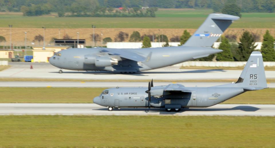 Avions de transport tactique/lourd - Page 3 18933131612810150422081489369208089154n