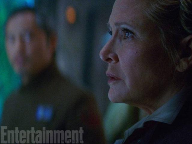 Star Wars : Le Réveil de la Force [Lucasfilm - 2015] - Page 6 194532w38