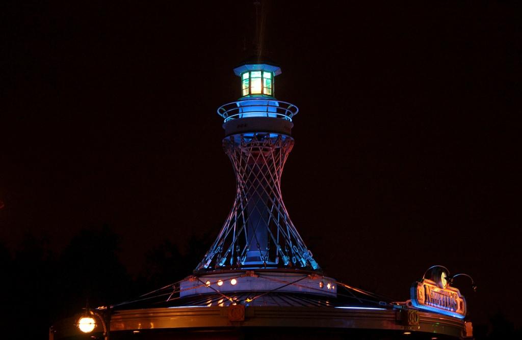 Vos photos nocturnes de Disneyland Paris - Page 2 196653nautilus