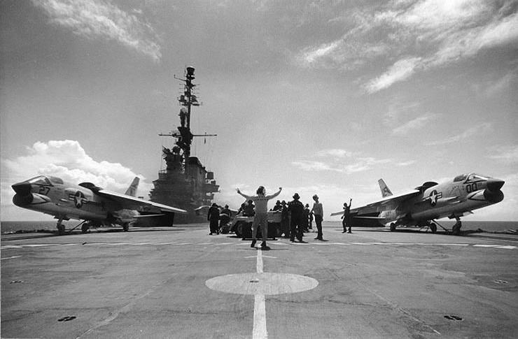 VOUGHT F-8 CRUSADER  196722USSMidwayCVA41lancementCrusader