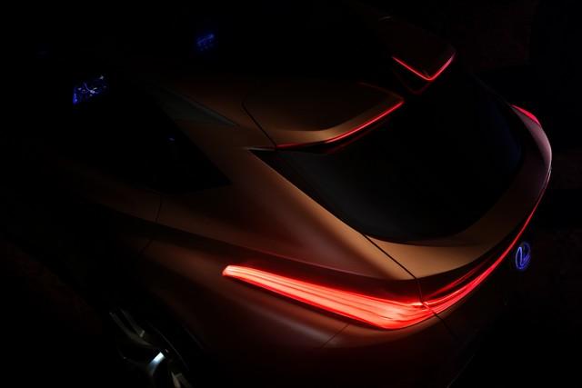 Le Nouveau Concept Lexus LF-1 Limitess Dévoilé Au Salon De Détroit 2018 198169lf1limitlesscaltydetrioitteaser01d8848600d680584d3fe93e324774ef2d81a317e9