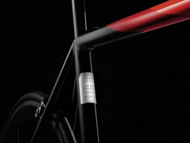 Audi présente son premier vélo de course en carbone  203779AudiSportRacingBike2