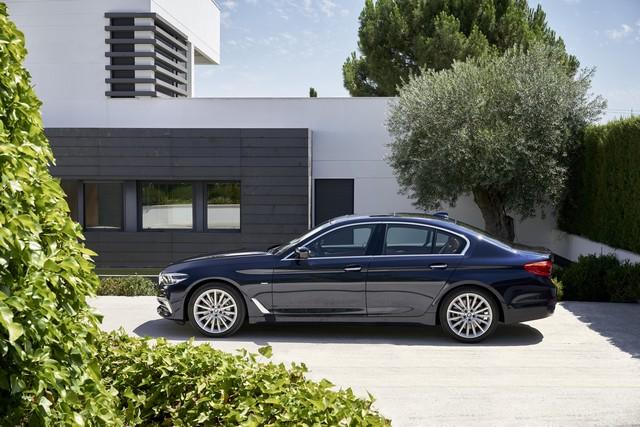 La nouvelle BMW Série 5 Berline. Plus légère, plus dynamique, plus sobre et entièrement interconnectée 207238P90237306highResthenewbmw5series