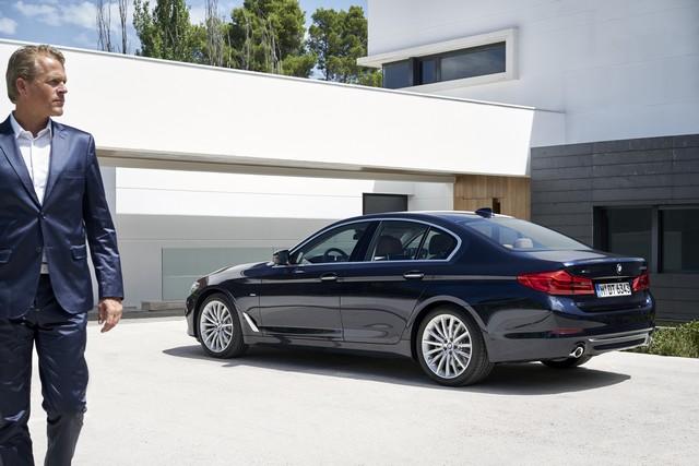 La nouvelle BMW Série 5 Berline. Plus légère, plus dynamique, plus sobre et entièrement interconnectée 210180P90237300highResthenewbmw5series