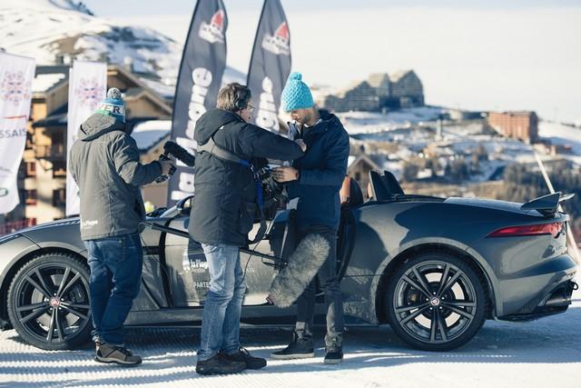 Romain Grosjean Inaugure La « Jaguar Fun Zone » A La Plagne Au Volant De La Jaguar F-Type SVR 210528rommainavecjournaliste