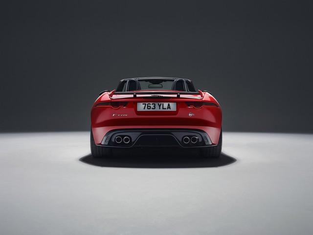 Lancement De La Nouvelle Jaguar F-TYPE Dotée De La Technologie GOPRO En Première Mondiale 212397jaguarftype18mysvrconvertiblestudioexterior10011702