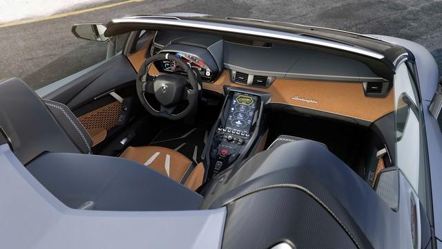 Lamborghini a dévoilé sa Centenario Roadster à Pebble Beach  214911gallery8