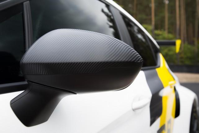 Présentation de la nouvelle Opel Astra TCR aux écuries clientes 215255OpelAstraTCR297898