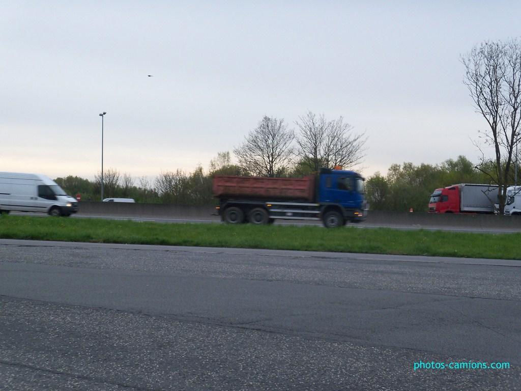 Photos avec plusieurs camions - Page 3 218591photoscamions28Avril201268Copier