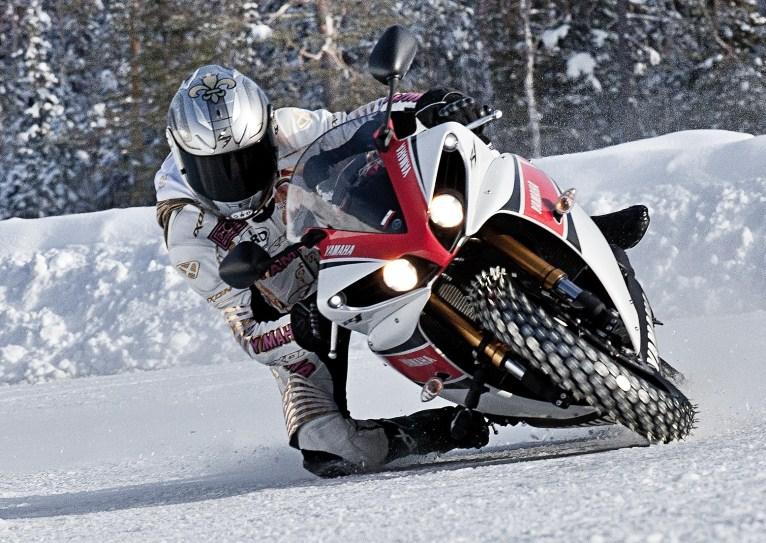 Concours photos n°3 : une MT en hiver 219463pilotagemotoneige