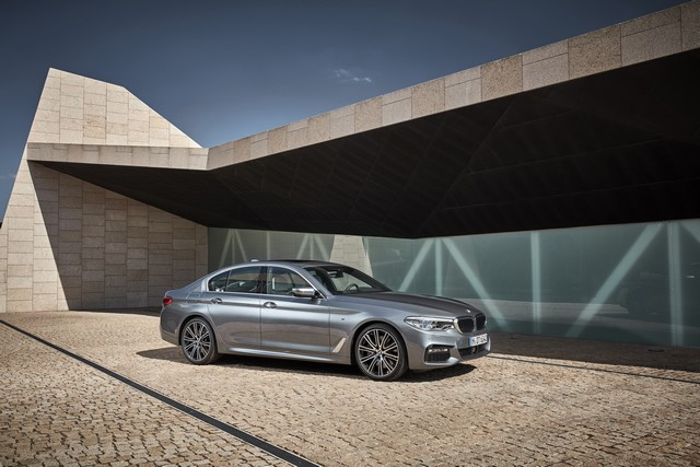 La nouvelle BMW Série 5 Berline. Plus légère, plus dynamique, plus sobre et entièrement interconnectée 220689P90237224highResthenewbmw5series