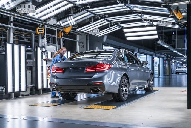 La nouvelle BMW Série 5 Berline. Plus légère, plus dynamique, plus sobre et entièrement interconnectée 226055P90237962highResbmwgroupplantding