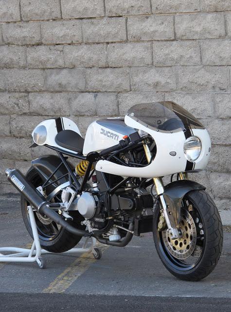 Ducati 900ss et petite pipe  2270670043ducatiss07