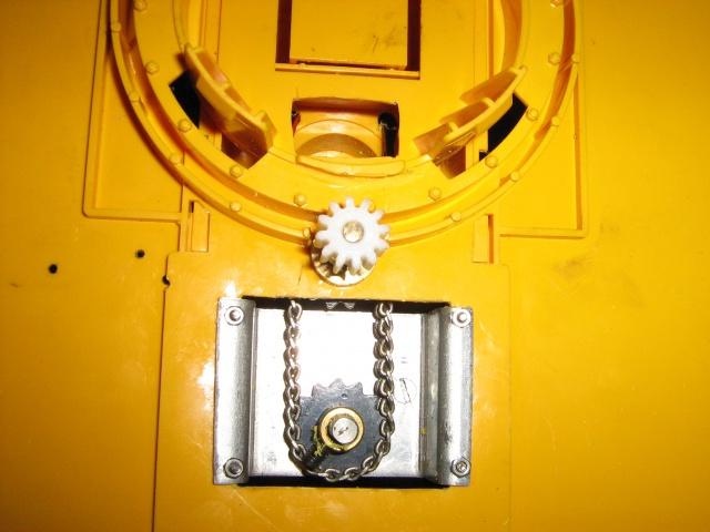 Présentation de mes modèles. 232415dessousdetourellepignonderotationetsachainedetransmissionintrieure