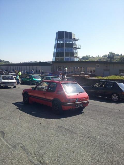 [AutoRétro-63]  205 GTI 1L9 - 1900cc rouge vallelunga - 1990 - Page 8 233452103709823390217862597768487409371423895916n