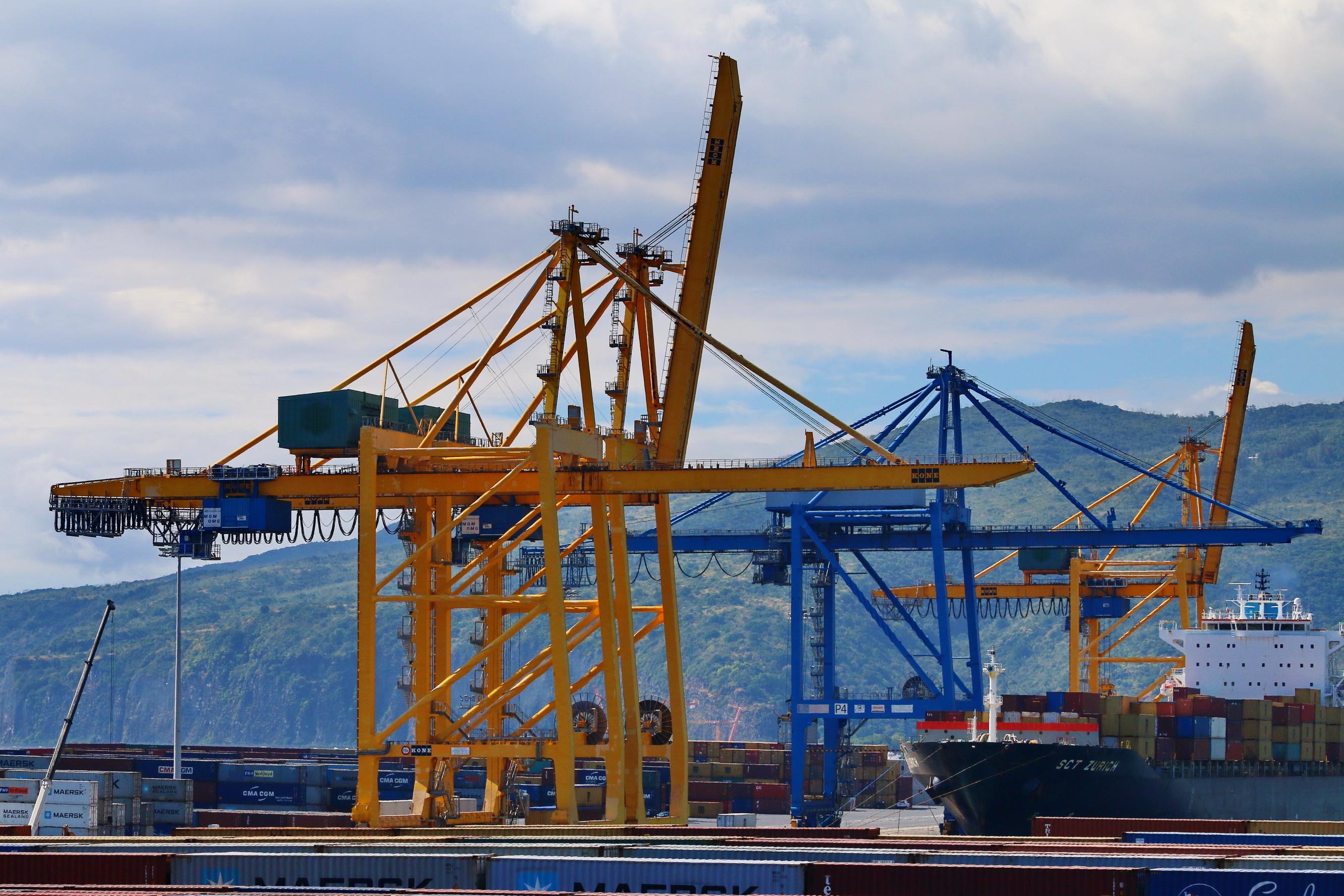 [Vie des ports] Les ports de la Réunion - Page 9 239244portest057