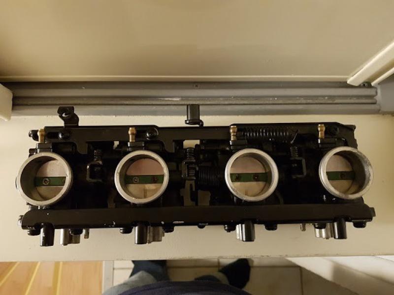 [Edit] Restauration d'une Kawa GPZ900R  - Page 3 239723carb2