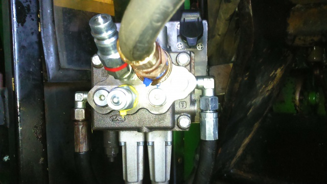 installation d'un distributeur hydraulique  - Page 2 240490DSC0063