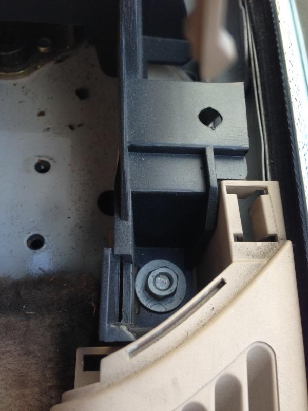 [BMW E46 Touring] Changement des haut-parleurs arrières 241903IMG5723