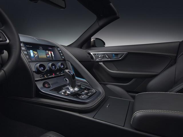 Lancement De La Nouvelle Jaguar F-TYPE Dotée De La Technologie GOPRO En Première Mondiale 243337jaguarftype18myrdynamicstudiointeriordetail10011702