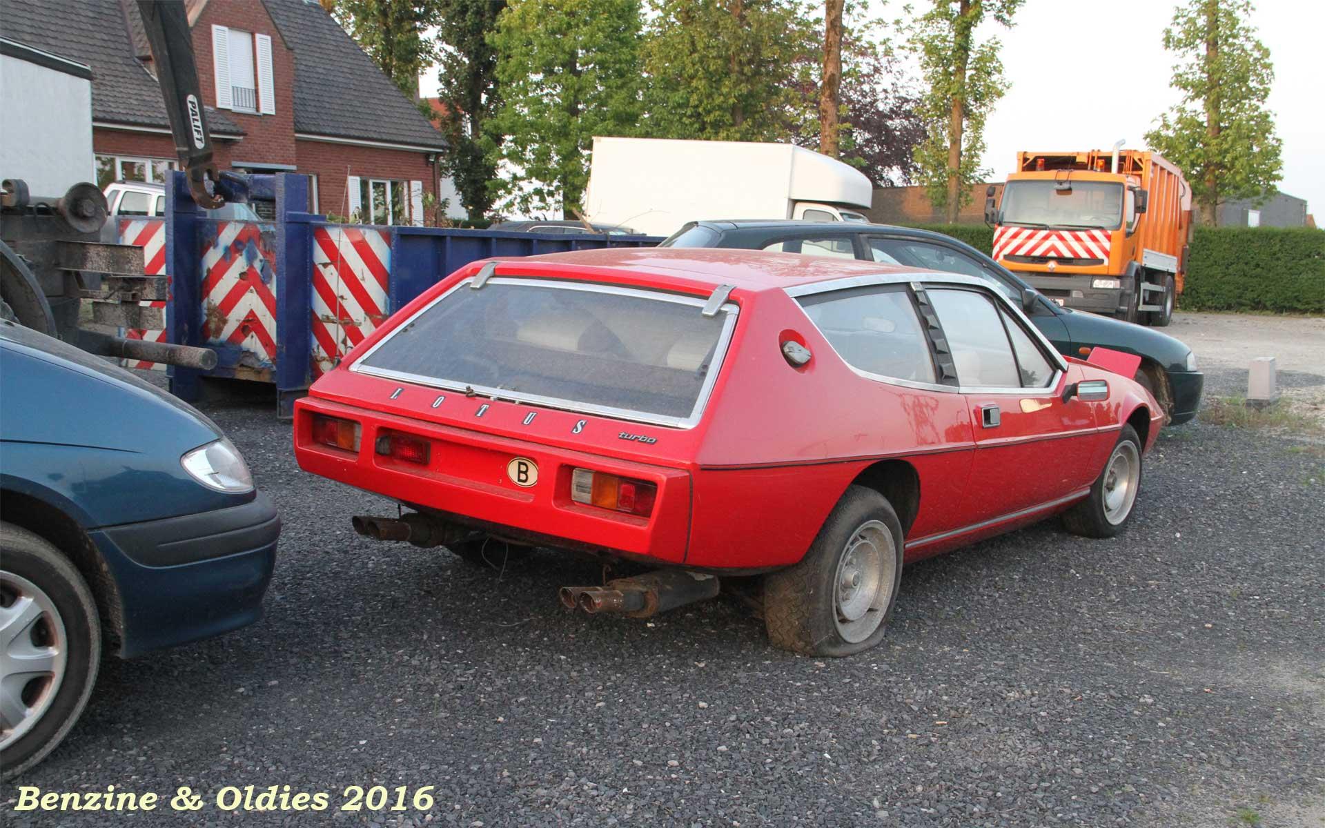 une Lotus Elite S2 à sauver vue sur la route en Belgique 244189lotusstreet0003