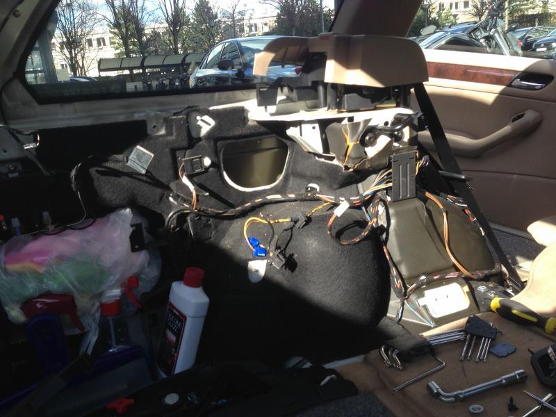 [BMW E46 Touring] Changement des haut-parleurs arrières 245626IMG5697
