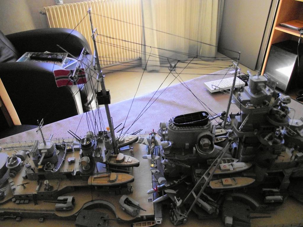 Bismarck Trumpeter 1x200 avec PE et figurines Eduard 246243BismarckTrumpeter1x20021