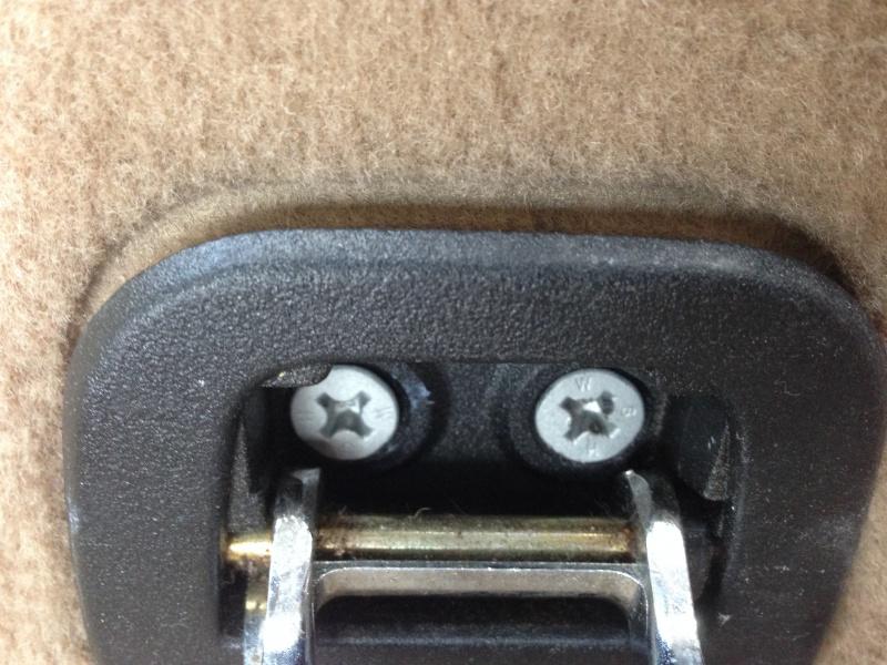 [BMW E46 Touring] Changement des haut-parleurs arrières 247029IMG5718