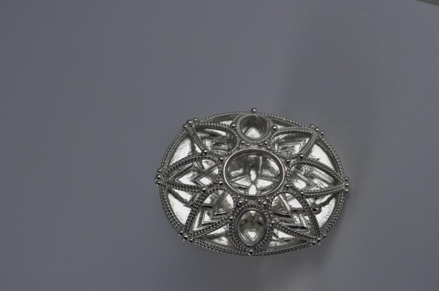 Bague en Argent avec gravure en relief + dôme ajouré, filigrane et granulation 249409DSC0647